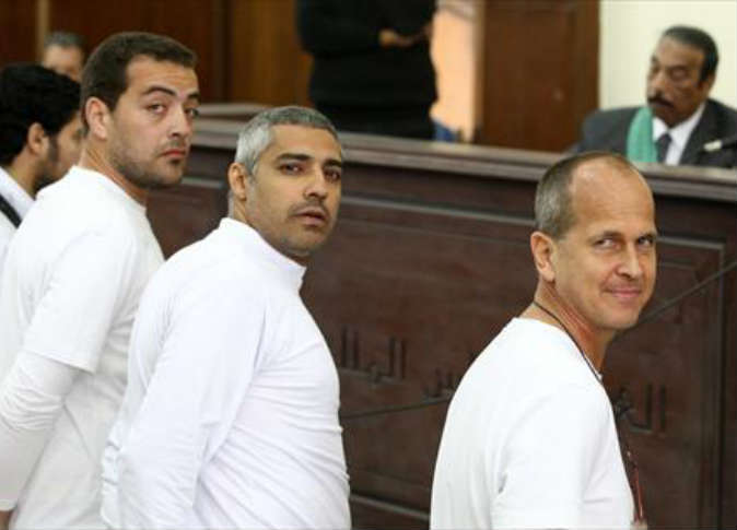 محكمة مصرية تقضي بالسجن المشدد 3 سنوات على صحفيي الجزيرة