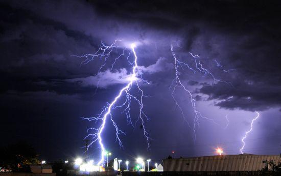 الأرصاد الجوية: زخات مطرية وعواصف رعدية غدا الثلاثاء بهذه المناطق