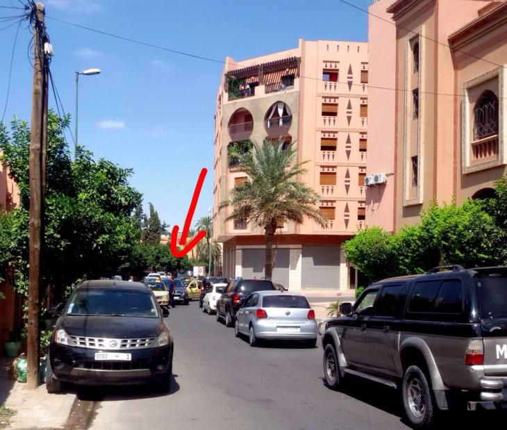 عاجل: سائق طاكسي صغير يتسبب في عرقلة السير قرب كلية العلوم السملالية + صورة حصرية