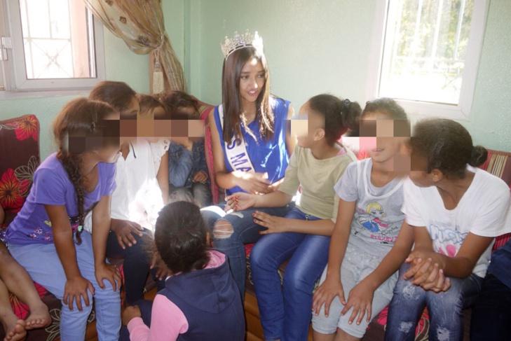 ملكة جمال المغرب تزور دار الاطفال بمراكش + صور