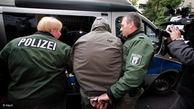 شرطة برلين تعتقل مغربيا يشتبه في سعيه لتجنيد مقاتلين للالتحاق بتنظيم