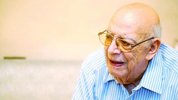 وفاة مؤلف مسرحية (مدرسة المشاغبين) الكاتب المصري علي سالم عن 79 عاما