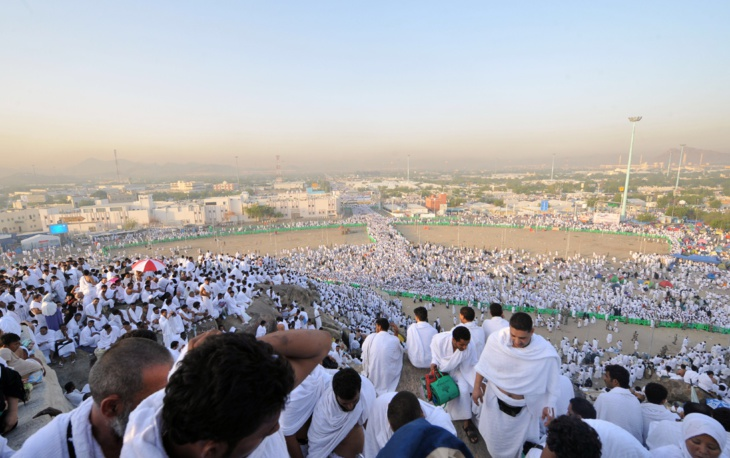 وقوف مليوني حاج على جبل عرفات لأداء الركن الأعظم للحج