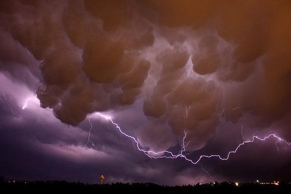نشرة إنذارية: عواصف رعدية قوية بالحوز وبهذه المناطق بالمملكة