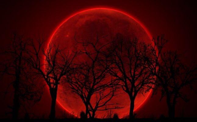 انتظروا ليلة نادرة.. قمر الدم والخسوف معا