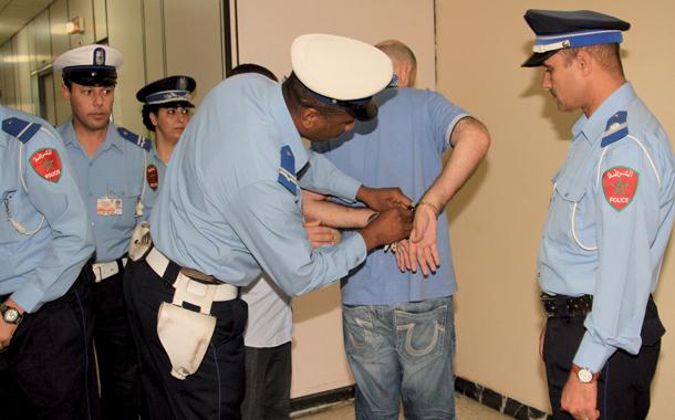 اعتقال مواطنين رومانيين حاولا تهريب الحشيش بملابسهما الداخلية بمطار محمد الخامس