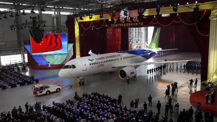الصين تصنع طائرة منافسة للعملاقتين