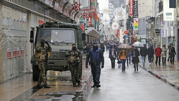 أنباء عن عبور أحد منفذي هجمات باريس إلى بروكسل وهو يرتدي حزاما ناسفا