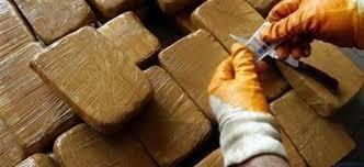 ضبط 34 كلغ من مخدر الشيرا في عمليتين منفصلتين مخبأة على شكل صفائح بسيارتين خفيفتين