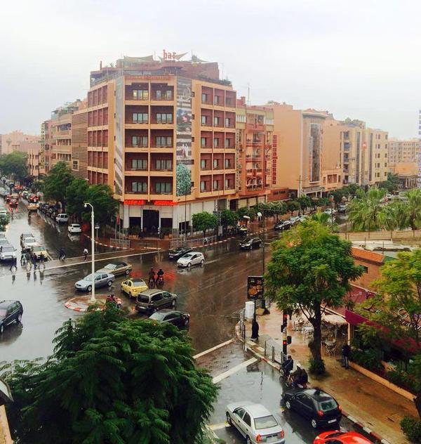 أمطار الخير تغسل وجه المدينة الحمراء وارتياح يعم أوساط المواطنين
