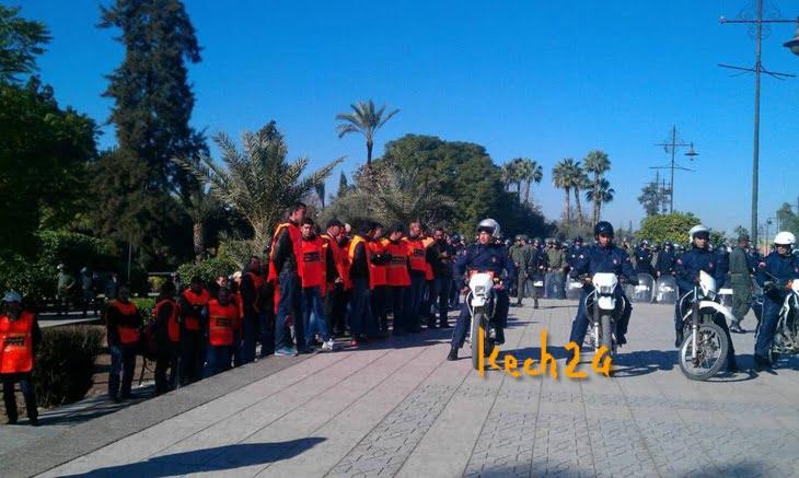 عاجل: قوات الأمن تطوق الأساتّذة المتدربين بساحة مسجد الكتبية بمراكش + صور حصرية