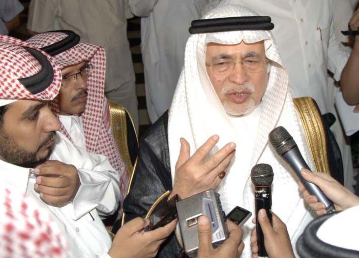 تعيين وزير الإعلام السعودي عبد العزيز بن محيي الدين خوجة سفيرا لدى المملكة المغربية