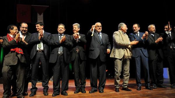 رقصة الدبكة الفلسطينية توحد رئيس الحكومة المغربية و باقي الزعماء السياسيين