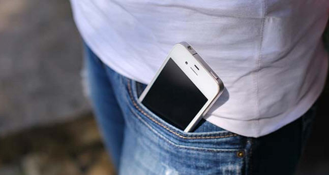 لهذا السبب لا يجب وضع هاتفك النقال في جيبك