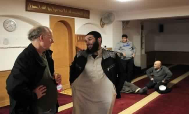 حظر ثلاث جمعيات إسلامية ثقافية بتهمة التطرف بفرنسا
