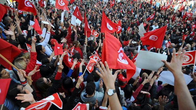 التونسيون يحتفلون بالذكرى الخامسة لثورتهم التي أطاحت بالرئيس الأسبق زين العابدين بن علي