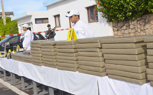 الشرطة القضائية بأكادير توقف شاحنة محملة بأزيد من 3 أطنان من