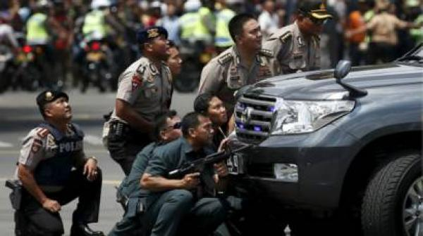 سلسلة انفجارات بالقنابل وإطلاق نار تستهدف العاصمة الإندونيسية جاكرتا