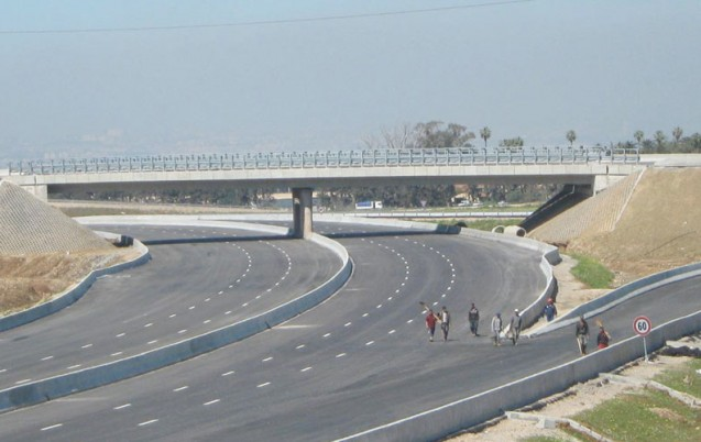 الشروع في انجاز مشروع الطريق السيار بين تزنيت والداخلة جنوب المغرب