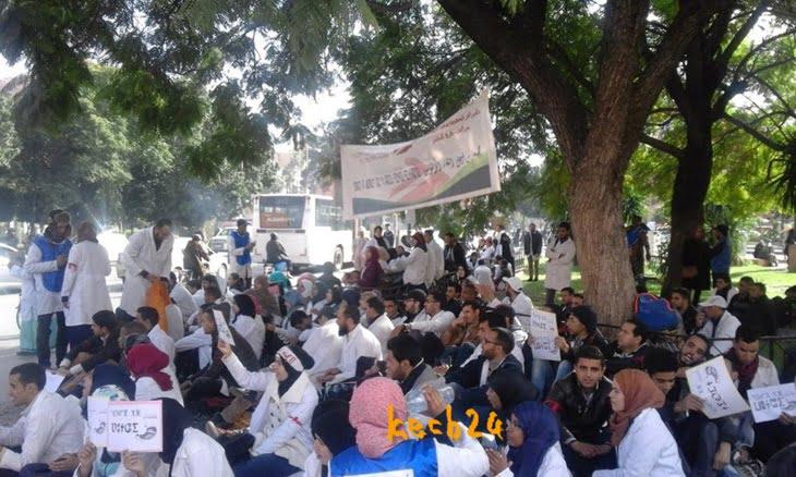 الأساتذة المتدربون يخوضون إضرابا عن الطعام واعتصاما أمام البريد المركزي بجليز بمراكش