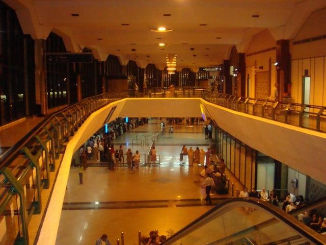 كاميرا المراقبة بمطار محمد الخامس تطيح ب 3 رجال شرطة في قضية تلقي رشاوى من مسافرين