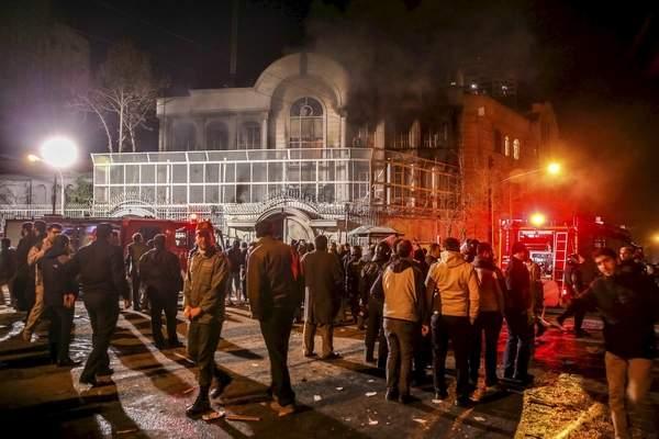 إيران تعتقل 100 شخص بتهمة إقتحام السفارة السعودية
