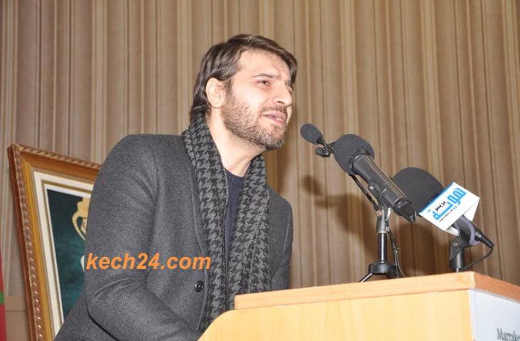 الفنان البريطاني سامي يوسف يغني عن الرسول في اختتام مؤتمر حقوق الأقليات الدينية بمراكش