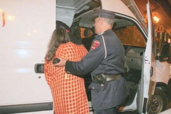 اعتقال موثقة ابنة مسؤول قضائي رفيع المستوى اختلست مليارين