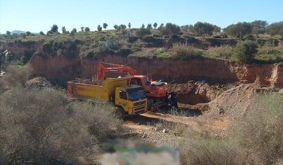 حقوقيو سيد الزوين نواحي مراكش يطالبون بوقف الإستغلال العشوائي لمقالع الرمال بالمنطقة