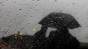 سحب كثيفة وقطرات مطرية متفرقة في توقعات الطقس ليوم غد الجمعة بالمملكة