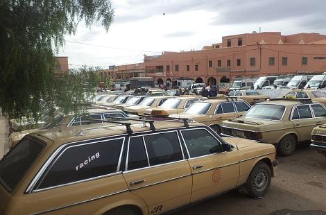 مهنيو وسائقو سيارات الأجرة الكبيرة يحتجون أمام ولاية جهة مراكش آسفي