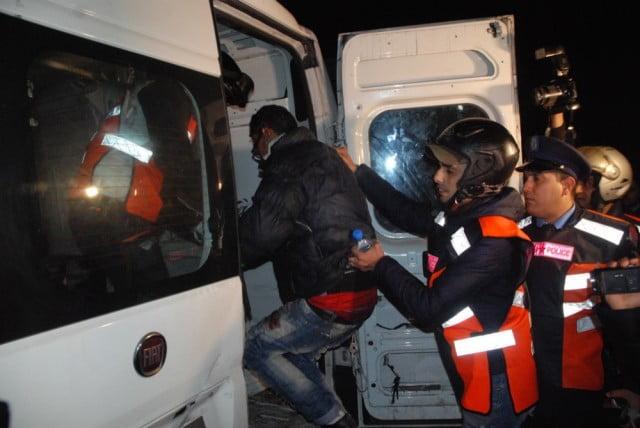 اعتقال افراد عصابة مسلحة يتزعمها سائق طاكسي اثناء تنفيد عملية سرقة بمحطة وقود