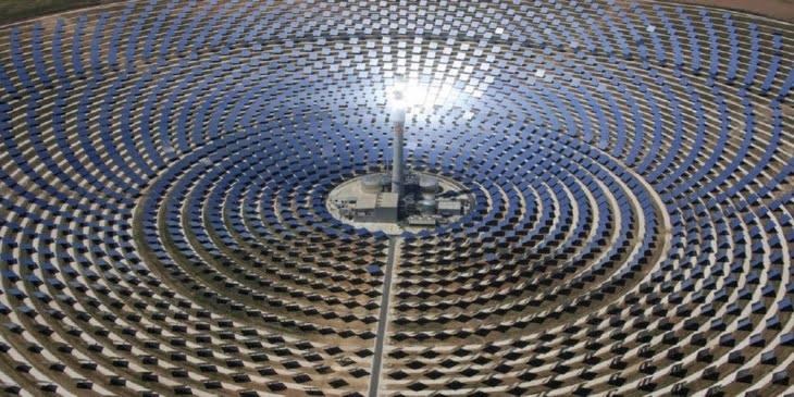 المغرب يواجه أزمة الوقود بافتتاح أكبر محطّة توليد طاقة شمسيّة في العالم