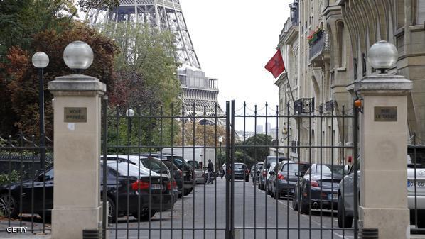 مغاربة فرنسا يحتجون امام سفارة المغرب في باريس لاطلاق سراح بطل فيديو