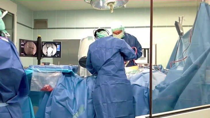 إجراء أول عملية جراحية لـ
