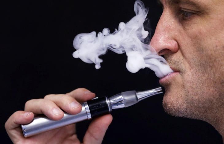 صورة: السيجارة الإلكترونية تسجل أولى ضحاياها