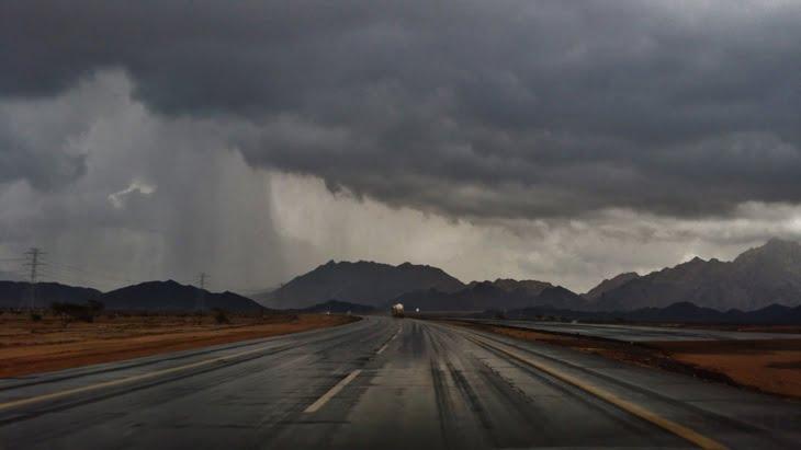 توقعات أحوال الطقس ليوم غد الجمعة: عواصف رعدية وزخات مطرية وثلوج في هذه المدن المغربية
