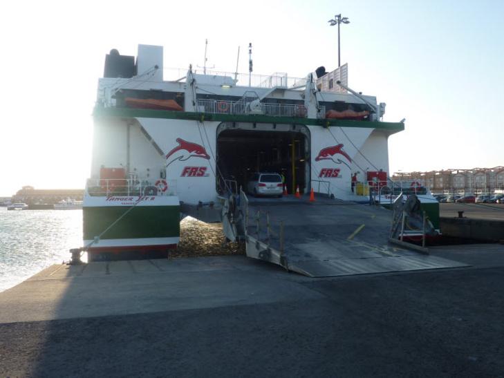 سوء الأحوال الجوية يتسبب في توقف حركة النقل البحري بين مينائي طنجة وطريفة الإسباني