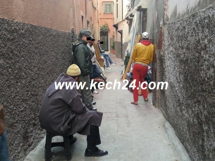 إخلاء مروضو ثعابين وقرود بالقوة من منزل بالمدينة العتيقة لمراكش وحيوان وحيد يعلن العصيان + صورة