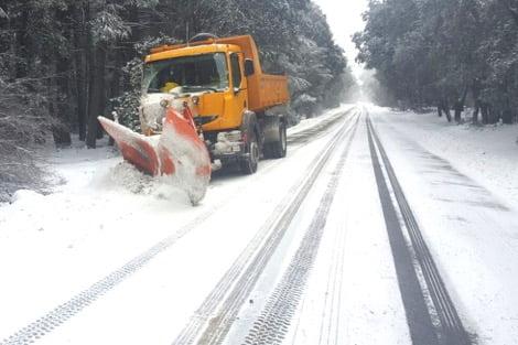 وزارة النقل والتجهيز تعلن عن إعادة فتح الطرق المقطوعة بسبب الثلوج باستثناء هاته الطرق