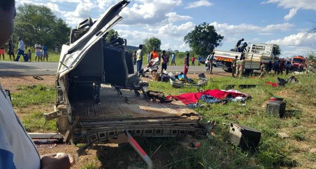 مقتل 30 وإصابة عدد آخر بجروح في حادث تصادم في زيمبابوي