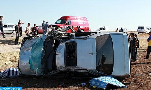 شاحنة تحصد ثلاثة أرواح بعد انقلابها على سيارة خفيفة