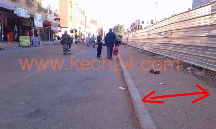 بالصورة: صاحب مشروع السوق الجديد بالمحاميد مراكش يجبر الراجلين على المرور وسط الطريق