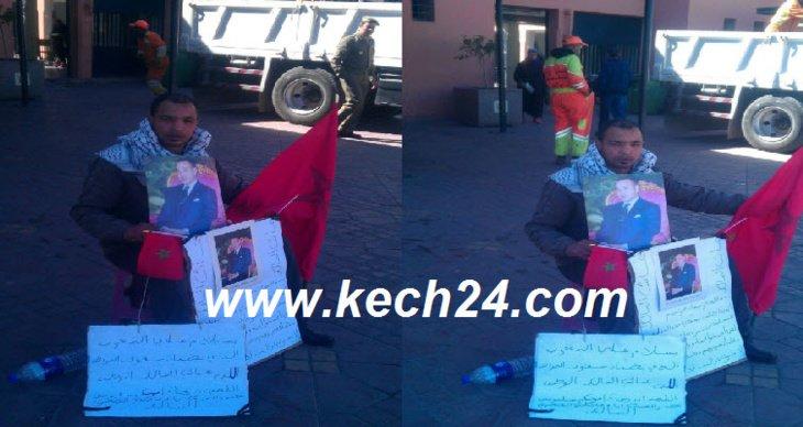 بائع متجول يعتصم أمام ملحقة جامع الفنا بمراكش احتجاجا على مصادرة عربته + صورة حصرية