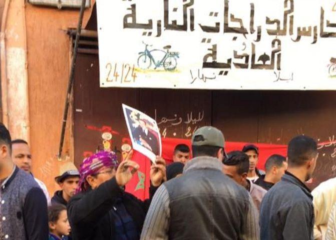 احتجاجات بساحة جامع الفنا بمراكش بعد حجز سلع باعة متجولين من داخل