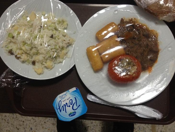 استياء موظفي المركز الإستشفائي الجامعي بمراكش بسبب تردي الوجبات الغذائية
