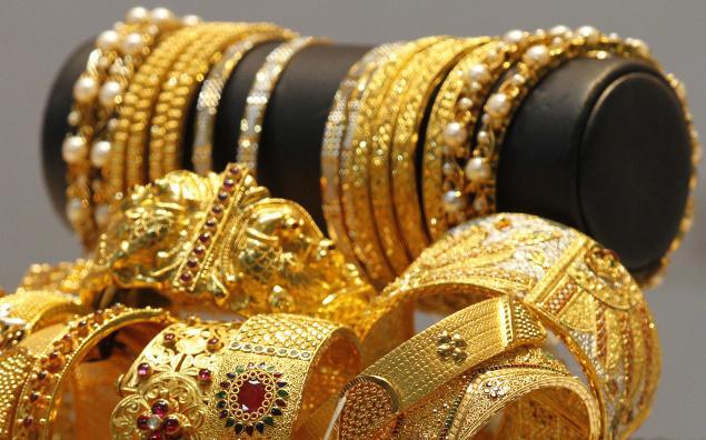 مصالح الجمارك تحجز كمية من المجوهرات مشكوك في صحة دمغتها