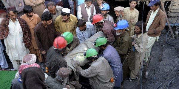 28 قتيلا جراء تساقطات مطرية غزيرة في باكستان