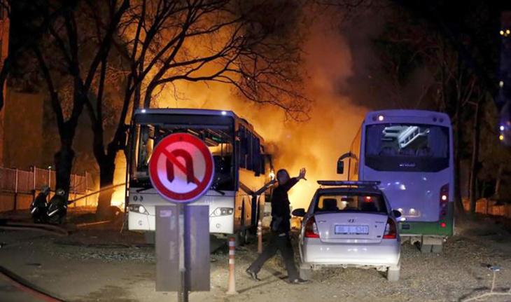 27 قتيلا على الأقل في انفجار بسيارة مفخخة وسط أنقرة