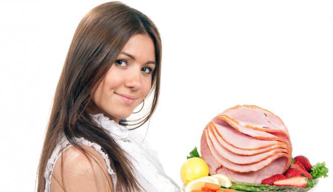 تناول اللحوم الحمراء يُعجل بقدوم الدورة الشهرية بـ 5 شهور